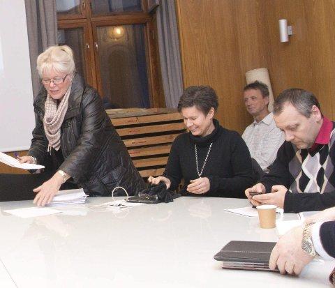 TYSKA: Utvalgsleder Anne-Kari Holm (tv) var den eneste som ikke sa ja til en femte etasje på Tyska. Ved siden av henne sitter Kathrine Walthinsen. Foto: Cathrine Gjerdingen Larsen