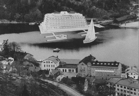 MOBILT HOTELL: Tegning av et eksempel på et flytende hotell presentert i Halden Arbeiderblad 27. april 1989.