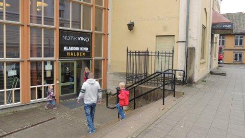 KJØPES TILBAKE :  Styret i Halden kommunale Pensjonskasse har sagt ja til at kommunen kan få kjøpe tilbake Aladdin kino og mellombygningen. Kinoen er en av i alt sju bygninger kommunen ønsker å kjøpe tilbake fra pensjonskassa. Arkivbilde.
