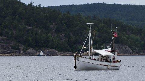 Festivalbåt: Denne båten fraktet folk fra Halden og ut til Ystehede hele helga.