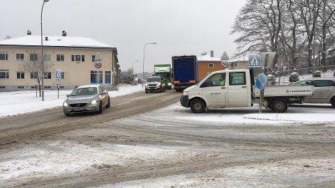 NOE TRAFIKKPROBLEMER: Det oppstår til tider litt oppsamling av kjøretøy når det kun er ett felt som kan passere forbi den polske ulykesfuglen.
