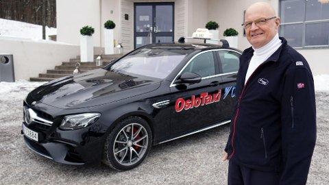 Taxien til Tomm har 612 hk og koster nesten 2 millioner kroner. Før han bestilte bilen fikk han et smart tips fra en av kundene, som er politi i Oslo. Foto: Mats Brustad/Broom