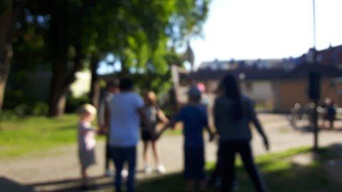 GRENSELØS LEK: Spontan lek i Busterudparken en sommerettermiddag i august i fjor. Slikt burde Halden kommune legge til rette for.