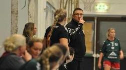NY TRENER: Tico Janjetovic blir ny trener i Halden Håndballforening. Her fra sist han ledet HHF-damene i klubbens første sesong.