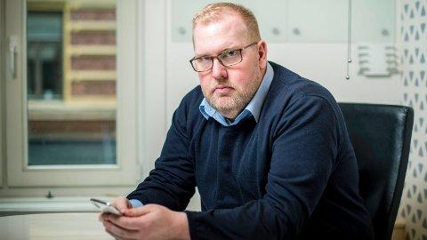 DÅRLIG: Tor Bernhard Slaathaug i stiftelsen Rettferd for taperne mener det er dårlig av regjeringen å kutte en ordning som går til fordel for skoletapere og mobbeofre.  Foto: Thomas Johannessen