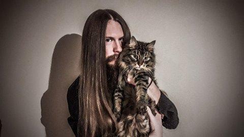 SAVNET: Thomas Eriksen med katten «Natas».