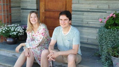 FLYTTER HJEM: Thea Katrine (26) og Jonas (27) Buckholm vender hjemover etter flere år utenbys.