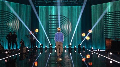 RAMPELYSET: Haldenser Petter Dahl Nielsen tok et utradisjonelt yrkesvalg for 20 år siden. Det blir han nominert til Gullrutens fagpris for. Han har programmert lysshowet på The Voice, som hadde livepremiere på fredag.