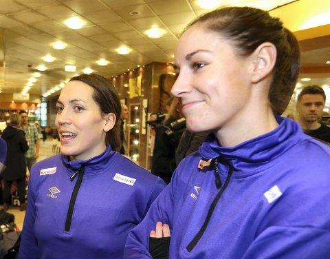 Maja Jakobsen (til venstre) og Betina Riegelhuths trener har sagt opp jobben.