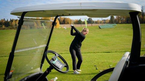 GJORT OM: Veslemøy K. Heramb har brukt mye av året på å legge om hele golfsvingen sin. Det har kostet mye tid og krefter, men nå skal hun ut og teste det. foto: Jan Morten Frengstad