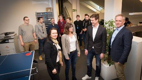VEKST: Eli Bryhni, Berte Sollerud Helgestad fra Hamarregionen Utvikling, Pål Stueflotten fra Innit og næringssjef Svein Frydenlund gleder seg over flere nye arbeidsplasser i Hamar.