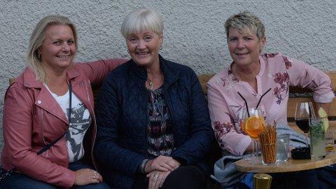 ENDELIG: Etter å ha hørt på A-ha i 36 år får endelig Lisbeth Herjuaune, Anne Grete Linderud og Lena Lundby se bandet live i Hamar. Foto: Frida Saxrud
