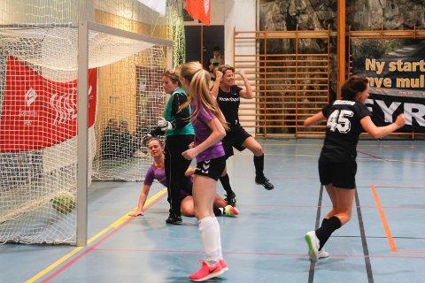 Underlaget slo fjorårsvinner Julastjernene i finalen, og gikk med det hele veien til topps blant kvinnelagene i årets Romjulscup.