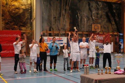 Etter en spennende finale kunne Nøtteknekkerne heve trofeet som vinner av Romjulscupen 2014.