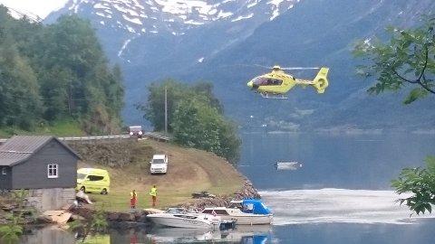 FRAKTET TIL BERGEN: En ung lokal mann ble fraktet til Haukeland Universitetssykehus med helikopter etter en vannskiulykke lørdag ettermiddag.