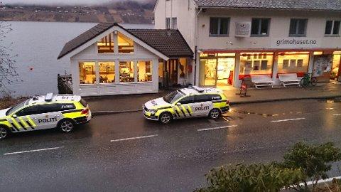 Butikken i Grimo fekk ein ubuden gjest etter stengetid laurdag ettermiddag. Mannen vart teken med eit større pengebeløp av politiet i Kvam. Foto: Stein Hauge Aarekol