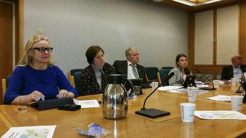 Oslo: Ruth Grung (Ap), til venstre, og Kjersti Toppe (Sp) frå Hordalandsbenken under møtet med regionråda sist onsdag. foto: Privat