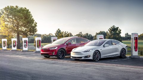 Tesla: Superladestasjon.