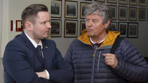 Odda kommunestyre: Erlend Nævdal Bolstad (H) og Trygve Bolstad (Ap) er politiske rivaler, men kjemper begge for bedre og tryggere veger i distriktet. foto: Ernst Olsen