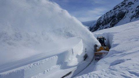 Mye snø: Slik ser det ut på veien opp til Folgefonna.