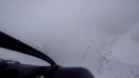 Dårleg sikt: Dette biletet er frå videoen tatt frå helikopteret.  På dette punktet valte piloten å snu.
