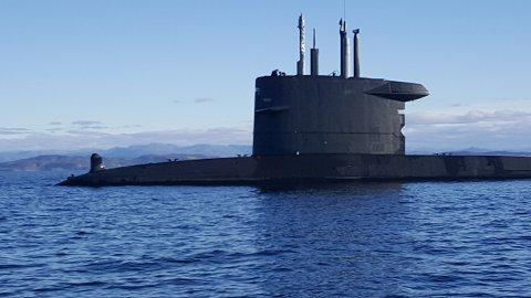 Bildene av ubåten er tatt i Boknafjorden, midt mellom Kårstø og Finnøy torsdag ettermiddag. Foto: Dag Kåre Larsen