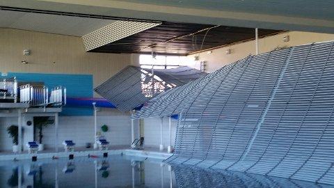 KOLLAPSET: Taket i Haraldshallen kollapset under svømmetreningen til Haugesund svømmeklubb søndag formiddag.