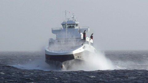 Det skal ikke så mye vind til før en av de tre ferjene over Boknafjorden ikke kan brukes.