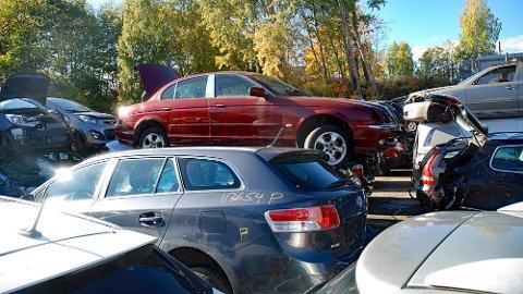 Det har vært vanlig med et rush av eldre biler til bilopphuggerne før nyttår. Men nå er årsavgiften borte, man betaler bare den tiden bilen er registrert og med skilter.