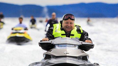 VANNSKUTER: Frps Bård Hoksrud mener sertifikat for hurtiggående båter ikke er veien å gå, men mener at man bør se på innholdet i båtførerprøven.