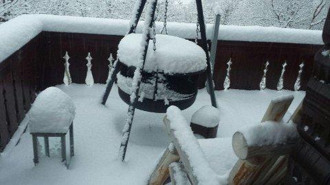 Kraftig snøfall på Vågslid i løpet av natten.