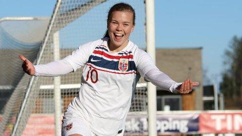 YESSS! Olaug Tvedten jubler etter å ha satt inn 2-0 til Norge i dagens kamp på Jessheim.