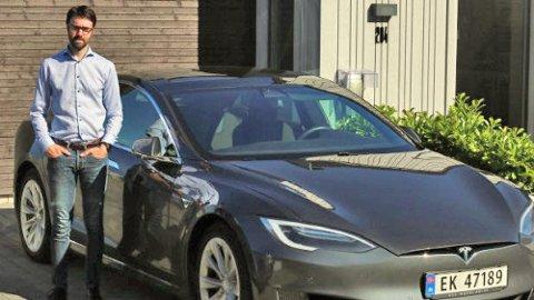 Endre Karlsen er oppgitt over alle problemene han har hatt med bilen sin – og manglende oppfølging fra Tesla. Foto: Privat.