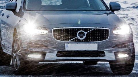 Politiet har nå valgt to modeller som skal dekke behovet for patruljebiler. De to er Volvo V90 CC (over), og Mercedes Vito.To som straks skal uniformeres.