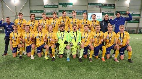 EKTE GULLGYTTAR: Djerv 1919s U20-lag jubler etter seieren i KM-finalen søndag.