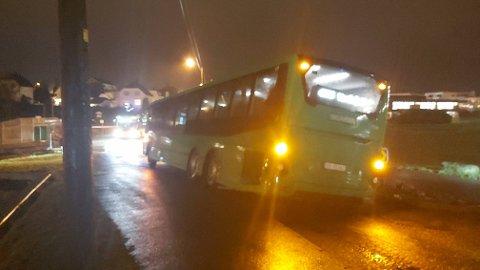OISANN: Bom stopp for bussen ved Vardafjell videregående.
