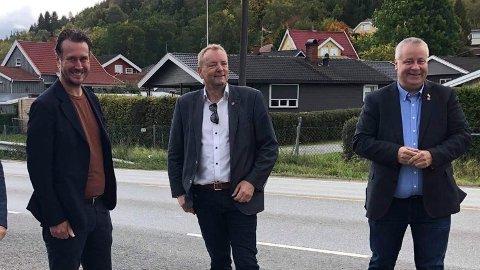 PÅ TUR: Helge André Njåstad (f.v.), Terje Halleland og Bård Hoksrud var onsdag på vei mot Haukelifjell og Haugalandet.