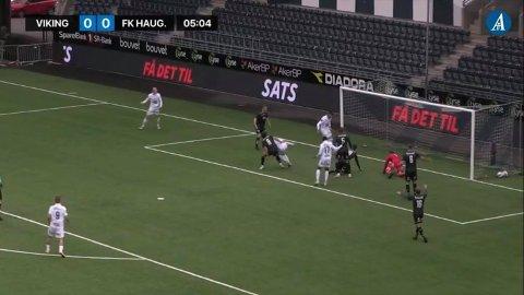 MÅL? NEI. OFFSIDE! Ballen så ut til å være på vei i mål da Kristoffer Velde ga den en ekstra dytt. Dermed blåste dommer Svein Oddvar Moen offside.