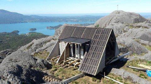 FLOTT UTSIKT: På toppen av Utslettefjellet i Sagvåg  kommer dagsturhytta for Stord kommune, med prislapp 1,3 mill. kroner