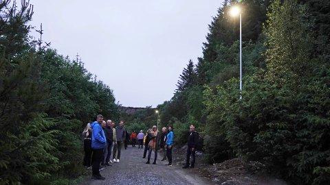 LYSET PÅ: Lyset er kommet på  i den nesten to km lange lysløypa til Bømlo idrettslag i Langevåg.
