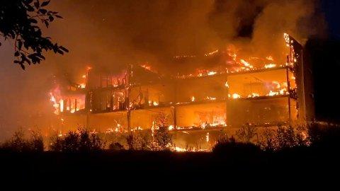 Bergen Grab fra video. Det brenner kraftig i en boligblokk i Arna bydel i Bergen. Foto: Bergen Foto og Media / NTB