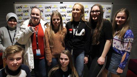 De gikk videre fra UKM i Sandnessjøen. Bak fra venstre Soura Hadi, Laura Al-Jubury, Sandra Govasli, Karoline Bonsaksen, Lotte Ravnå og Amanda Johannessen. Foran: Julian Pleym og Marte Johnsen.