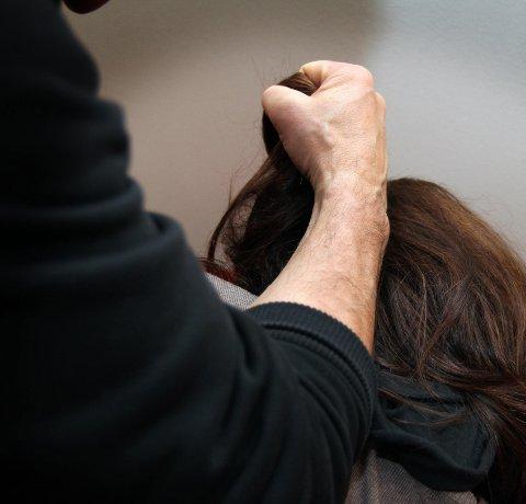 Dømt: En mann i 50-årene er dømt for vold mot sin stedatter. Illustrasjonsfoto: Torild Wika