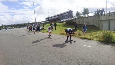 PÅ HJUL: Lå på hjul med Magnus Moan i over en runde. Bildet er tatt da løperne var på vei ut på siste runde, Magnus Moan, Espen Bjørnstad og Emil Vilhelmsen. Foto: Privat