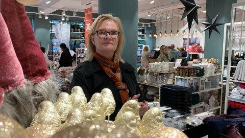 TAPER STORT PÅ SVAK KRONE: Nille-sjef Kjersti Hobøl viser til at svært mange norske butikkjeder handler inn varer i utlandet med dollar og euro og får inntekter i norske kroner. Store svingninger i valuta går dermed rett på lønnsomheten til butikkene, som kan få en økning i varekostnaden på 30 prosent.