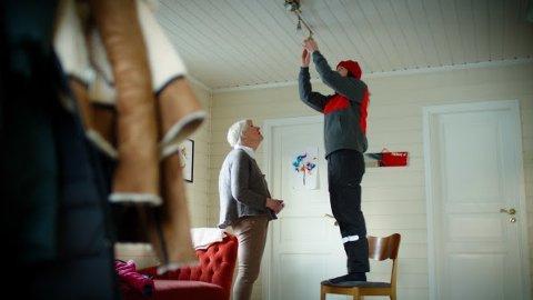 Posten og Telenor tester en ny tjeneste der postbud kan komme på besøk til personer som har behov for det. Illustrasjonsfoto: Petter Sørnæs