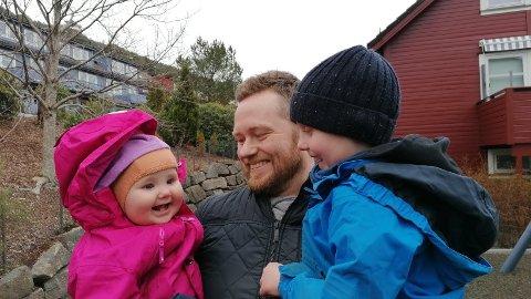 Rune Rønneseth (39) og familien på fem har lenge vært inne på tanken om å flytte fra Bergen til Bodø. Nå stiller småbarnsfaren spørsmålstegn ved boligmarkedet i nordlandshovedstaden. Foto: Privat