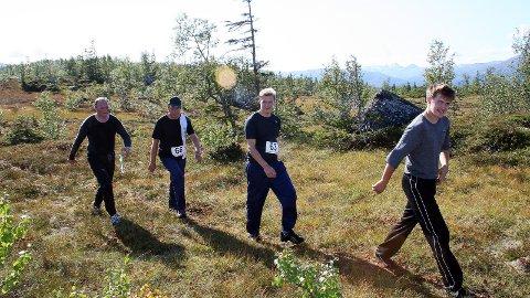 ALLE ÅR: Her er Norvald Hagfors i Reinfjellmarsjen 2008 sammen med broren Karl Hagfors og sønnene deres Tor Arne og Carl Martin. Norvald var 13 år første gang han gikk marsjen, og siden har han deltatt hvert år.