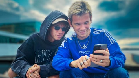 KONKURRANSE: Marcus og Martinus forteller at de begge er glade i å spille, både for å være sosiale sammen med kompisene og for å få inn litt god, gammeldags konkurranse i hverdagene.