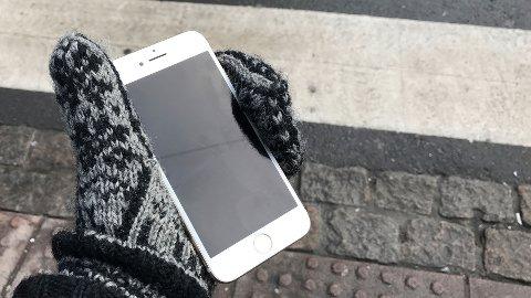 Mobiltelefoner har en ekkel vane med å skru seg av når temperaturen synker. Det har dessverre sin naturlige forklaring. FOTO: Magnus Blaker